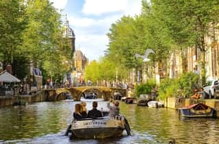 Beautiful view of Amsterdam. Canals and Bikes. Amsterdam Budget - Review