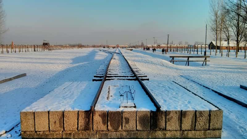 auschwitz winter snow