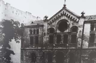 Burnt Nozyk Synagogue - August_1944 - Warsaw Ghetto