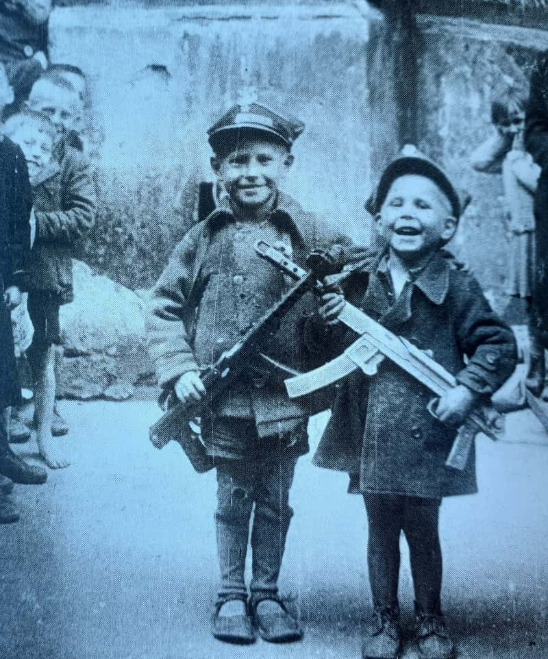 childs with guns